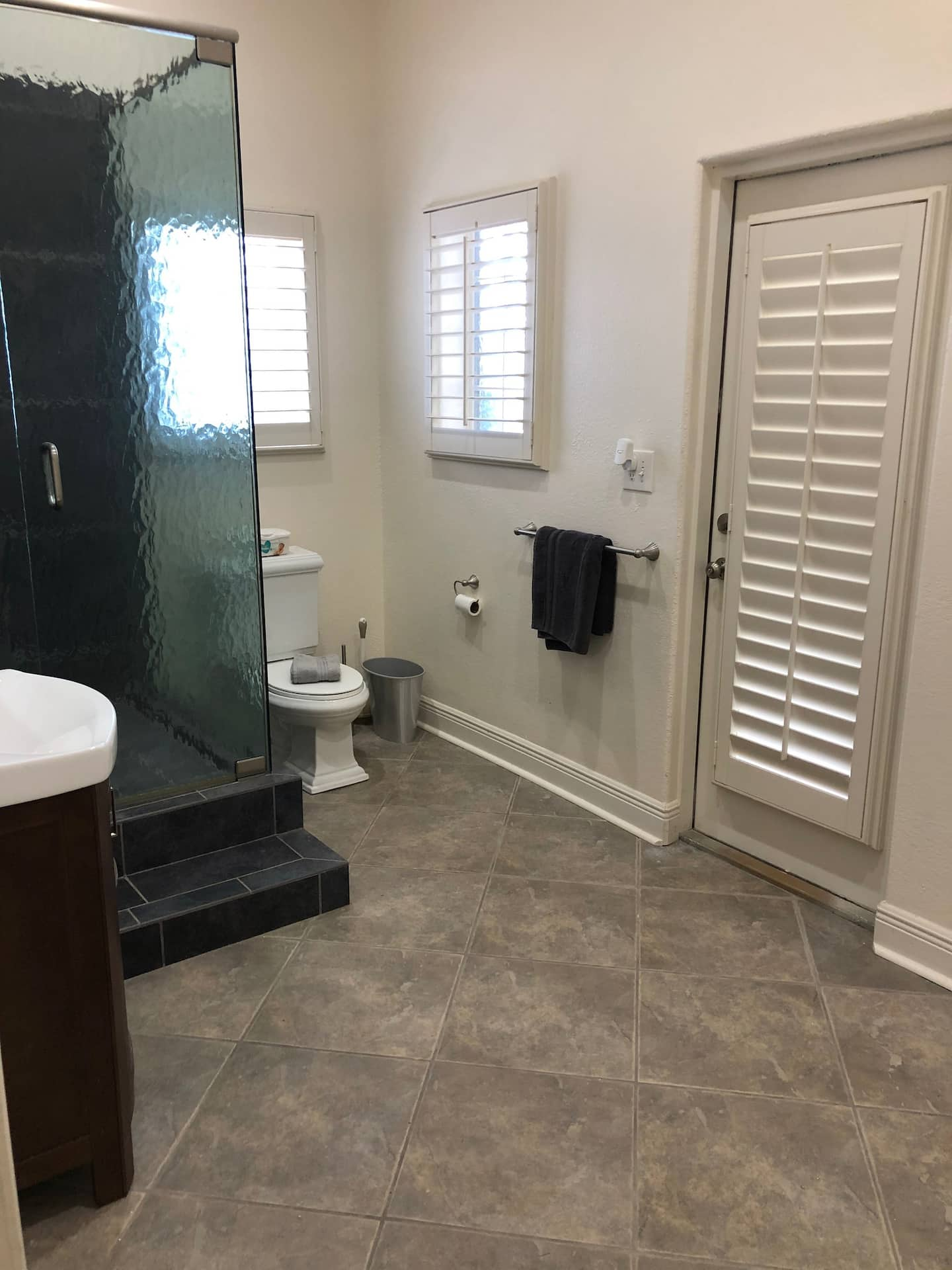 spacious-bathroom-with-walk-in-shower